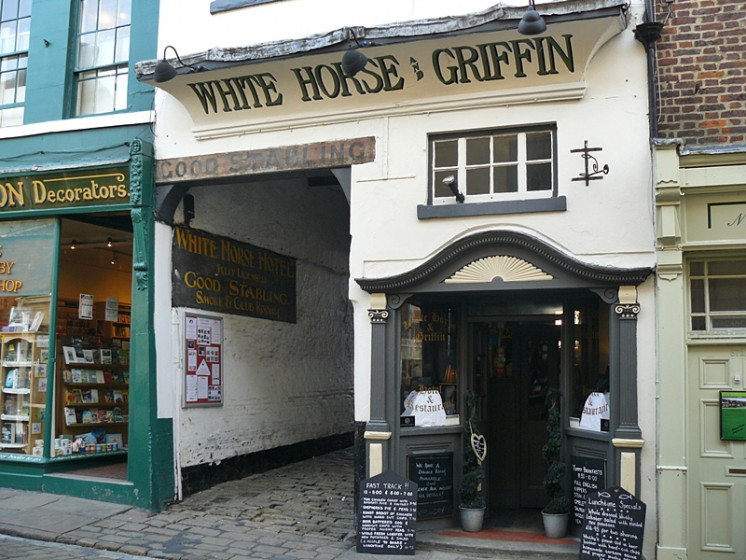 Photo of The White Horse and Griffin