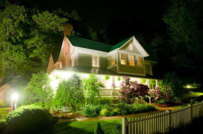 Photo of The Mast Farm Inn