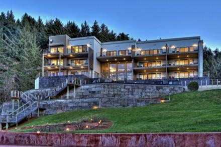 Whale Cove Inn