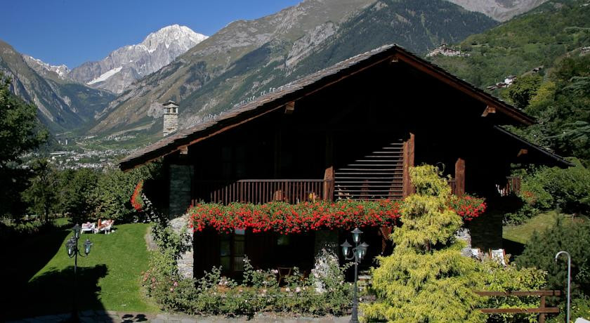 Photo of Mont Blanc Hotel Village
