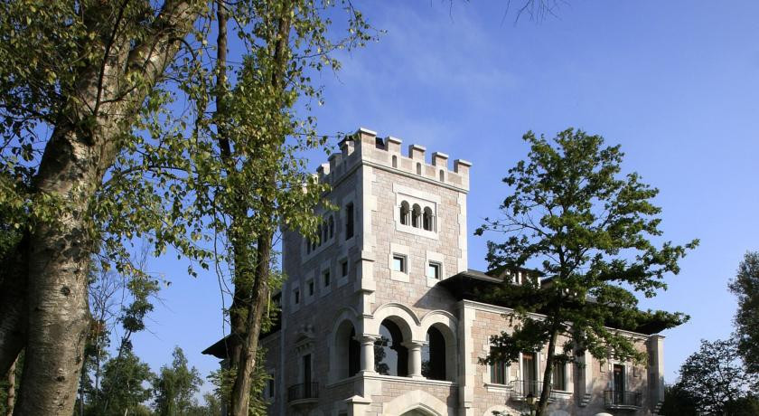 Photo of Hotel Castillo del Bosque la Zoreda