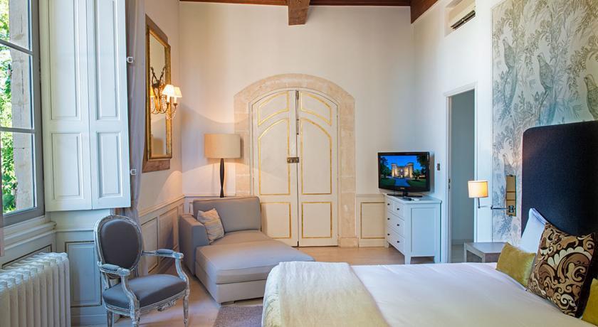 Ch teau de massillan provence france the hotel guru for Cash converter salon de provence