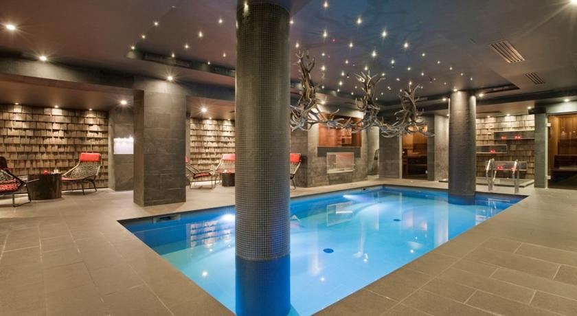 Avenue lodge val d isere france discover book the hotel guru for Red lodge swimming pool timetable
