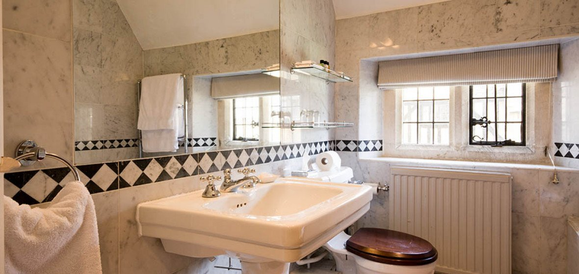Abbots Grange The Cotswolds Uk Discover Amp Book The