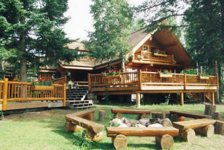 Ten-ee-ah Lodge