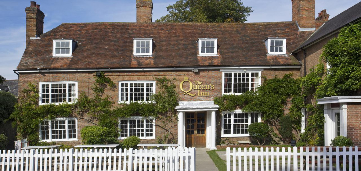 Photo of The Queens Inn