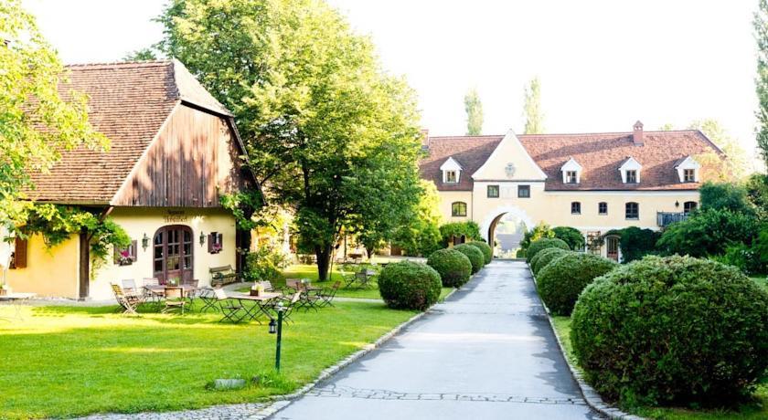 Photo of Schlosshotel Obermayerhofen