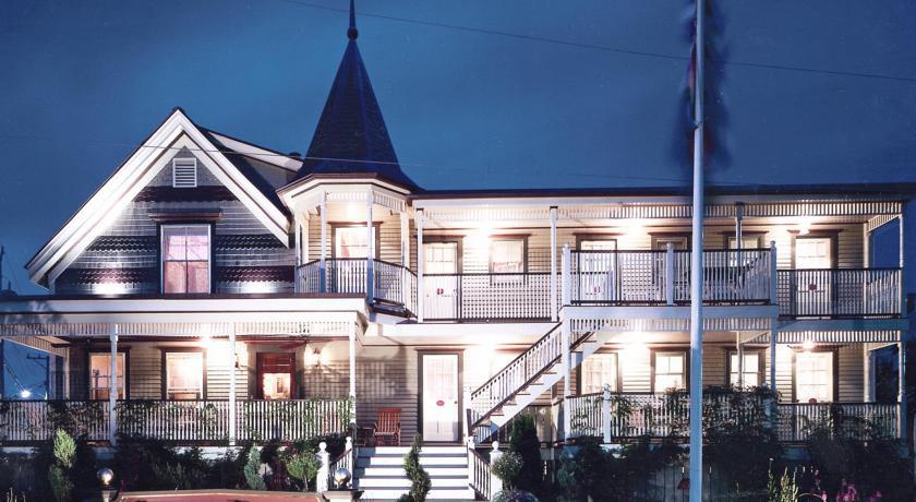 Photo of Crowne Pointe Inn