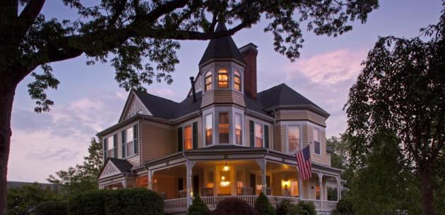 Photo of The Oaks Victorian Inn