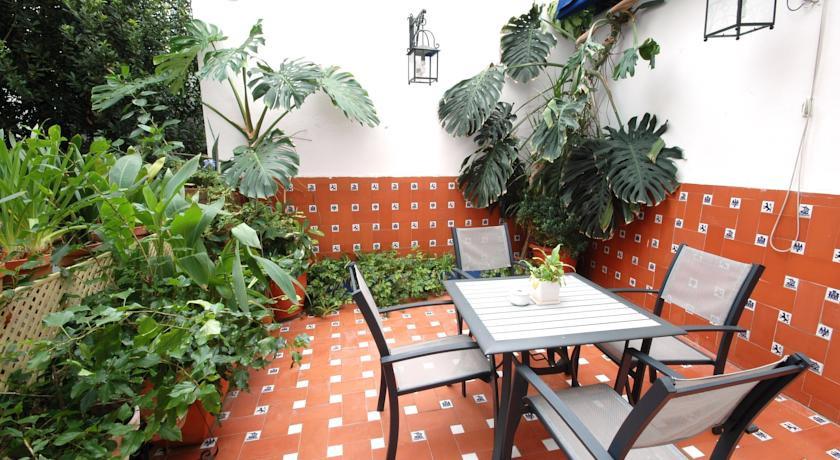 Hotel casa de los azulejos cordoba spain the hotel guru for Casa de los azulejos cordoba spain