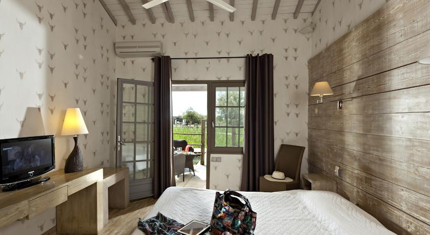 les arnelles provence france discover book the hotel guru. Black Bedroom Furniture Sets. Home Design Ideas