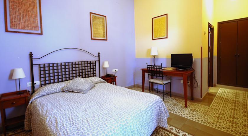 Hotel casa de los azulejos cordoba spain the hotel guru for Casa de azulejos cordoba