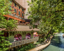 The 6 Best Riverwalk Hotels in San Antonio with Balconies