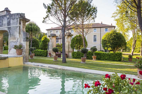 In This Beautiful Setting Are The Towns And Villages Terracotta Honey Sandstone Rife With Historic Treasures Of Course Provence S Châteaux