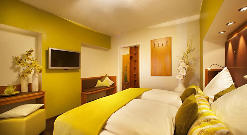 Hotel Zum Hechten F 252 Ssen Germany Expert Reviews And