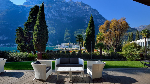 The Lido Palace Is A Five Star Resort Perfectly Positioned Between Lovely Lake Garda And Mountains Stunning Liberty Villa Has Been Converted Into