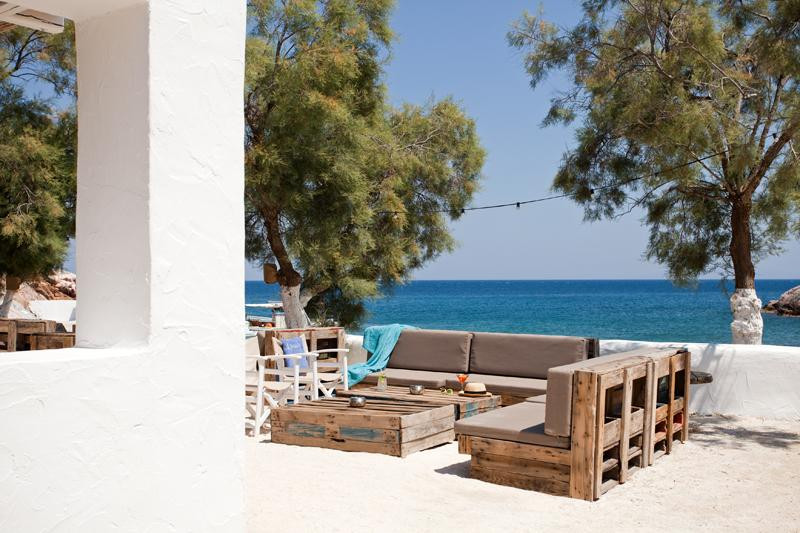 Beach house paros greece discover book the hotel guru for The terrace house book
