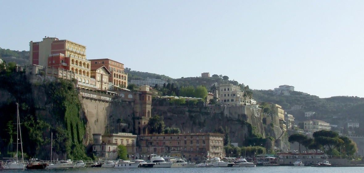 Best places to stay in sorrento italy the hotel guru for Great small hotels italy