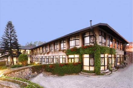 The Elgin Silver Oaks