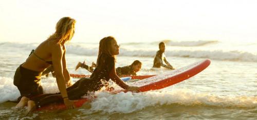 Memmo Baleeira surfing