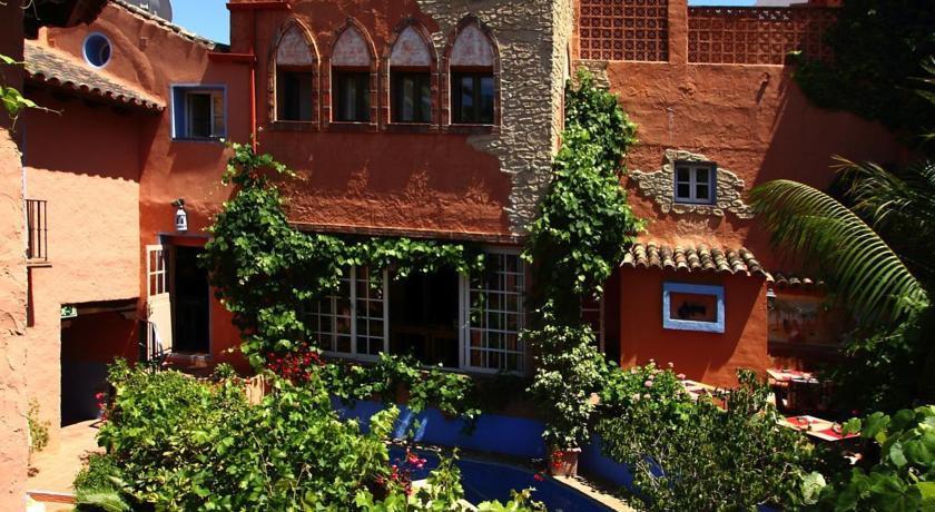 Photo of Amanhavis Hotel