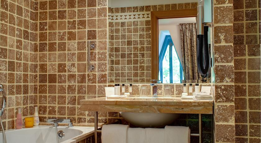 spa hotel de bourgtheroulde rouen france the hotel guru. Black Bedroom Furniture Sets. Home Design Ideas